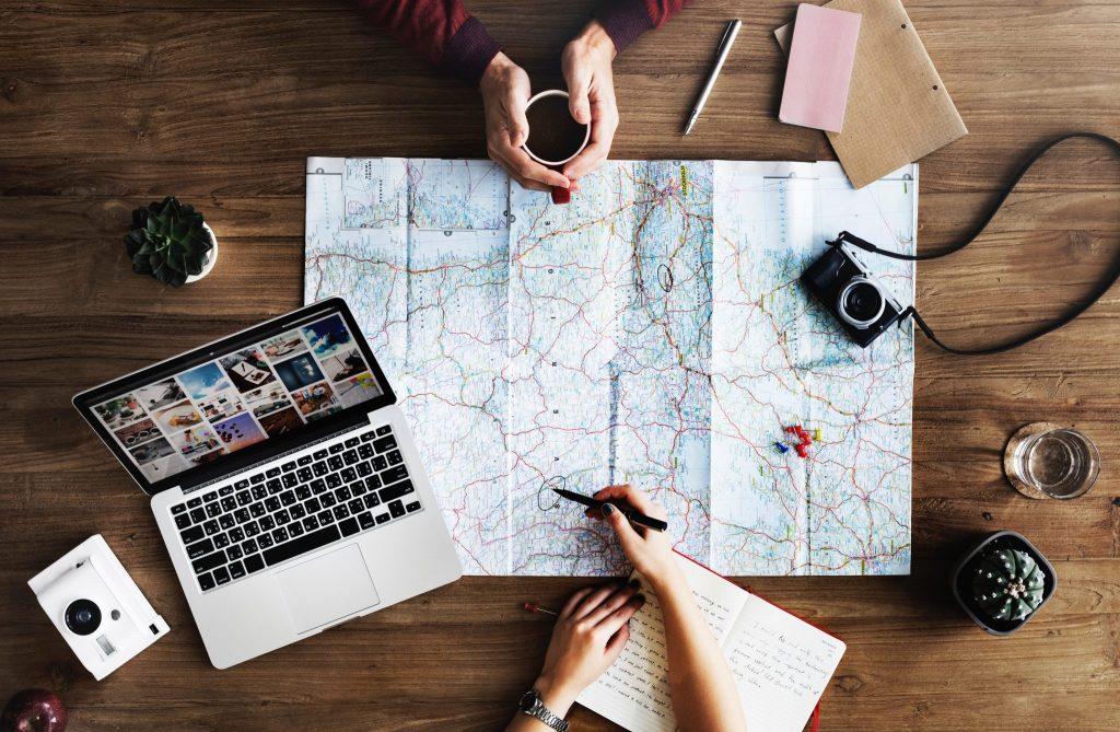 kaart, map, roadtrip, vakantie, wanderlust, zo deal je met wanderlust tijdens de Coronacrisis, reisinspiratie